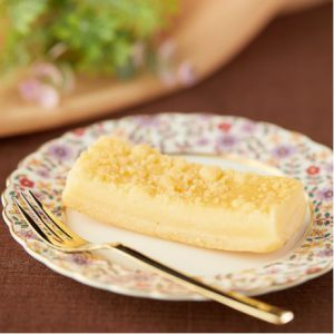 コンビニスイーツ・ファミリーマート 3種チーズのチーズケーキ
