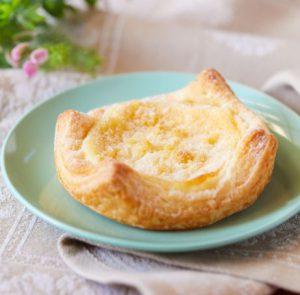 コンビニスイーツ・セブンイレブン 3種のチーズクリームパイ